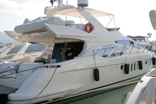 pic 32 - AZIMUT 62. Attached Images
