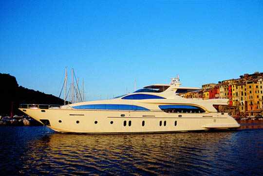 ... for a brief tour of this sensational and stylish new launch from Azimut.