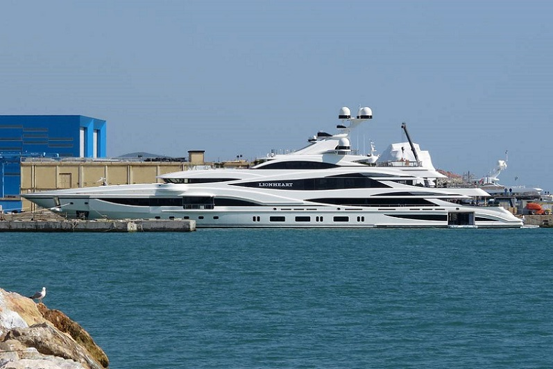 Benetti Delivers 90M Lionheart (2).jpg