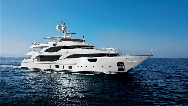 benetti-hands-over-crystal-140-mr-d-jpg.71108.jpg