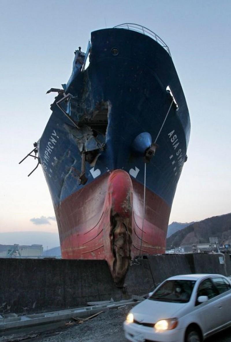 boat crash.jpg