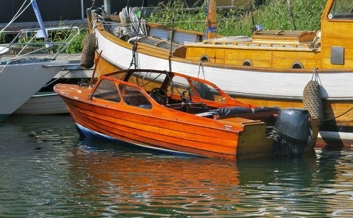 Campingboat.jpg