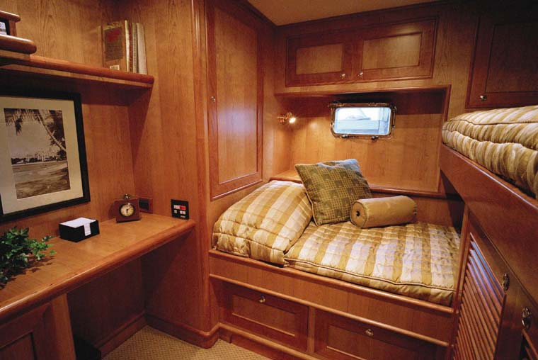 Review Outer Reef Pilothouse Page Outer Reef Yacht - Cruise ship staff quarters