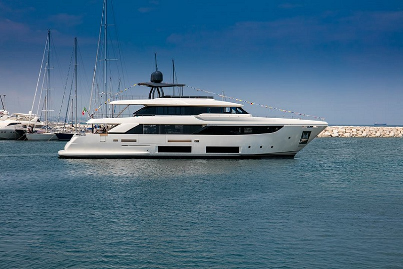 CustomLine Launches First navetta 33.jpg