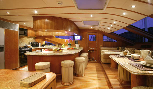 Review: Horizon 105' Tri-Deck Motoryacht - YachtForums.