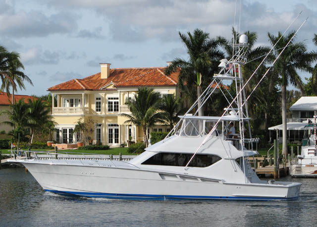 Maybe it's just me, but this is what a Hatteras sportfish *should* look like ...