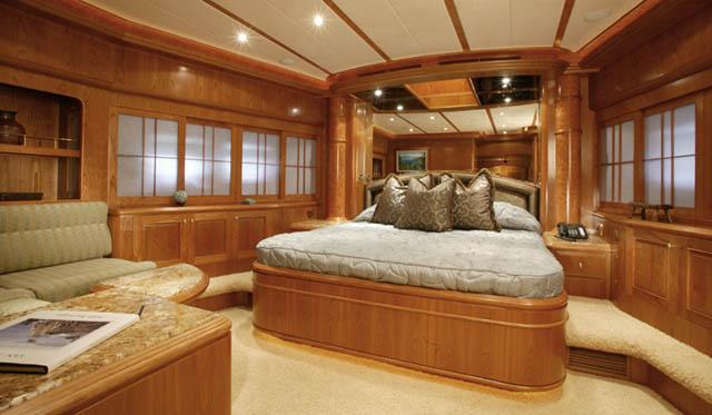Review Horizon 105 Tri Deck Motoryacht Horizon Yacht
