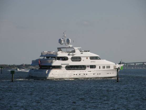 tiger woods yacht  u0026quot privacy u0026quot