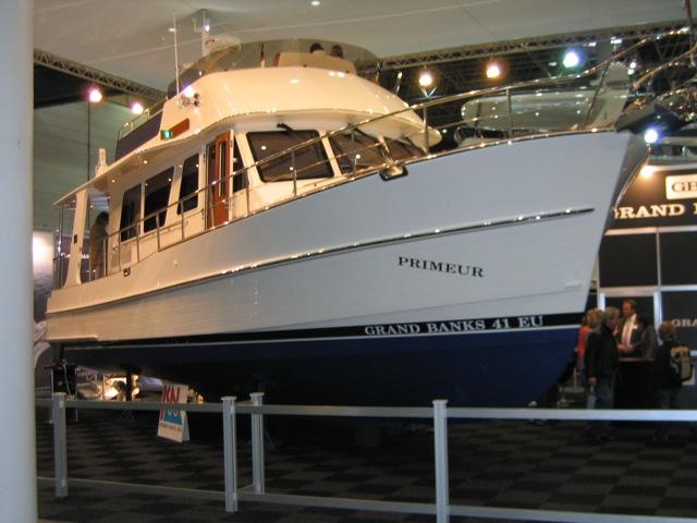Grand Banks 41EU. Hitech trawler in a classical design.
