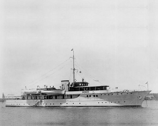 Lone star , later USS_Moonstone_(PYc-9).JPG