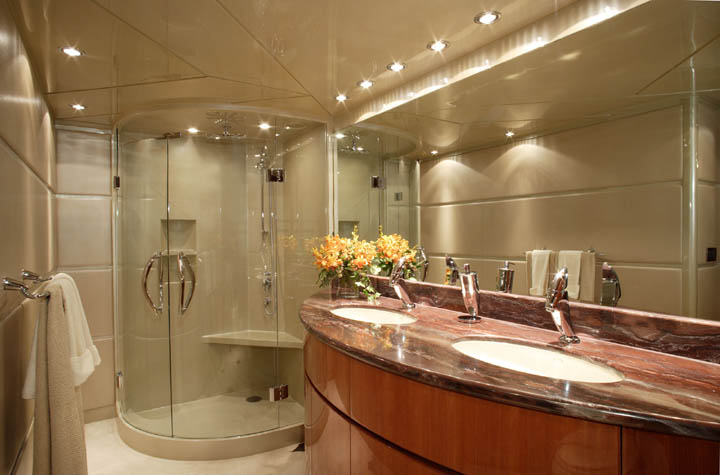 Review hargrave 105 39 dream hargrave yacht for Dream master bathroom