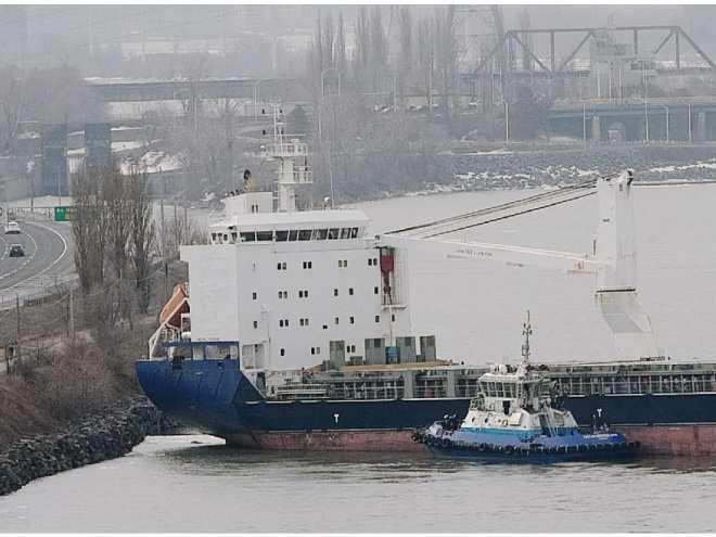 montreal-que-march-31-2011-the-cargo-ship-bbc-steinho1.jpg