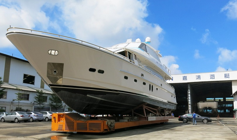 Nine Stars and Sundance Prepare For Delivery At Horizon Yachts.jpg