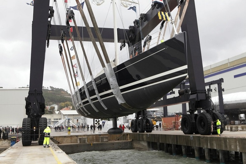 Perini Navi Launches 38M Dahlak.jpg