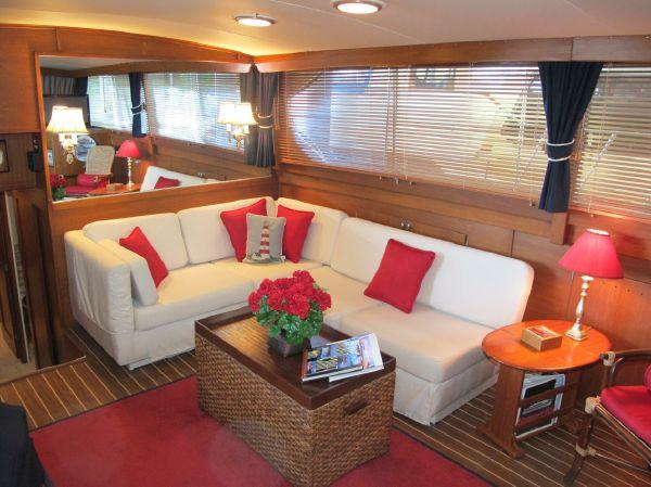 saloon sofa.jpg