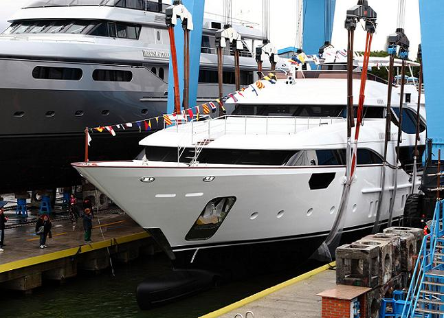 Gallery to the launching of the first Benetti Crystal 140.