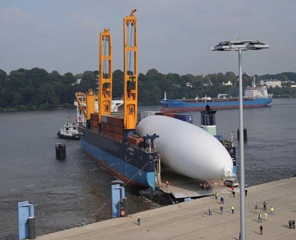 Zeppelin shiploading.jpg